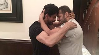 Shahrukh Salman HUG At Mannat On SRK's 50th BIRTHDAY 2015 & Praises For Each Other In Public