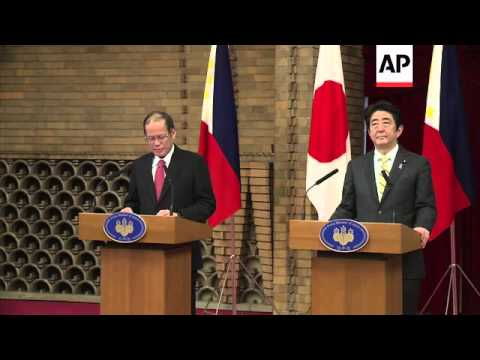 Japanese PM Shinzo Abe and Philippine President Aquino give news conference