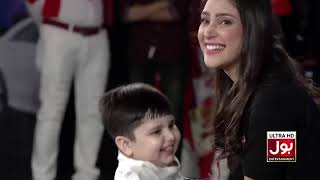 Volunteers Try To Hold A Kid In their Arms  | Game Show Aisay Chalay Ga