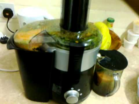 Juicing fruits and vegetables with my Cookworks whole fruit juicer