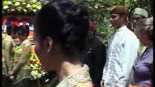 Happy Salma Gelar Resepsi Pernikahan Adat Sunda - CumiCumi.com