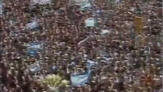 Galtieri ovacionado en Plaza de Mayo el 2 de Abril de 1982