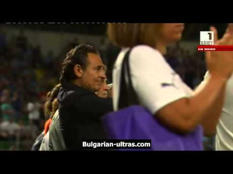 Prandelli shows respect to the Bulgarian anthem