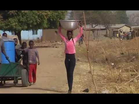 Ghana organic/bio Sheabutter Herstellung/Produktion 7 Shea butter Woman Cooperative Mavis Asigre
