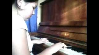 Сестричка играет на пианино сумерки.3gp