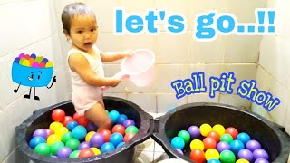 Balita Mandi Bola Warna warni, Bernyanyi balonku ada lima The Ball Pit Show - For Learning Colors