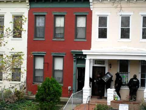 DC Emergency Response Team Entering House