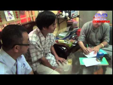 Ong Lam Khac Phong ( viet kieu Uc ) ho tro 300 kg gao cho nguoi ngheo .