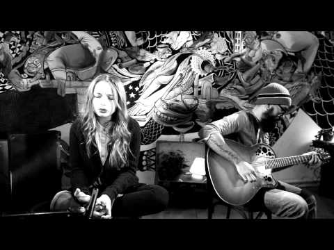 Lucia - Me Over You (Acoustic live)