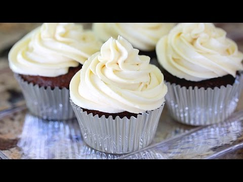 CHOCOLATE CUPCAKES WITH CREAM CHEESE FROSTING!