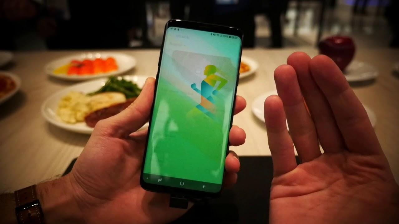 Prise en main de Bixby sur le Galaxy S9 au MWC 2018 - YouTube