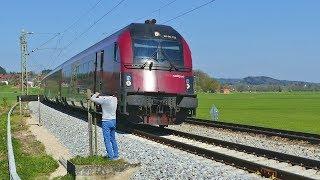 Unglaublich !!  Railjets müssen auf freier Strecke stoppen und den BÜ manuell freischalten !!