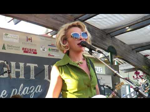 Chills & Fever - Samantha Fish Live @ Friday Night Concert Series Cloverdale, CA 8-31-18