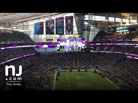 Eagles fan sing 'Fly, Eagles Fly' at Super Bowl