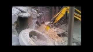 Промышленный альпинизм в Старом Осколе. Демонтаж кирпичной трубы(Промышленными альпинистами компании Олимп был выполнен демонтаж промышленной дымовой трубы высотой 40м..., 2015-11-22T15:22:33.000Z)