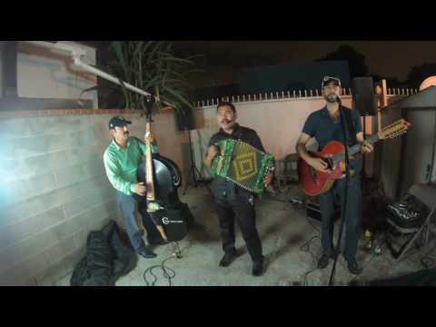 Chirrines Con Tololoche Los Angeles Riverside San Bernardino, Gustavo Quintero - Linda Guerita