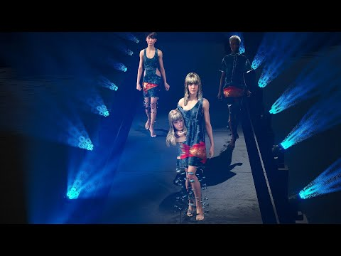 Multi-metahuman virtual fashion show with real-time cloth-simulation plugin for Unreal Engine