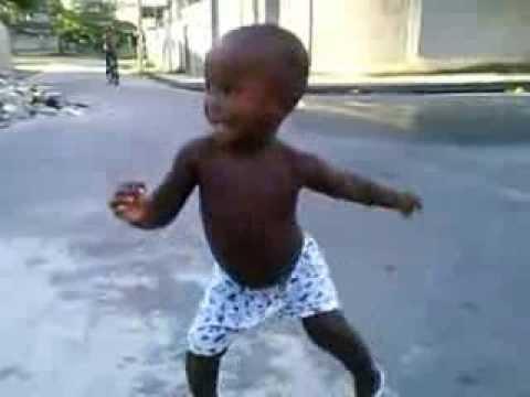 menino de tres anos dançando funk