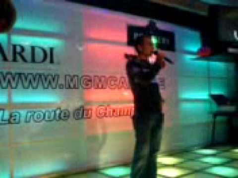 Sander in de karaokebar