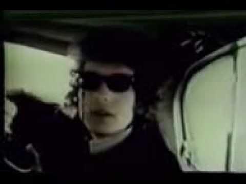 Bob Dylan & John Lennon Share a taxi 1966