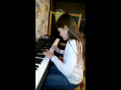 Моя дочь играет на...