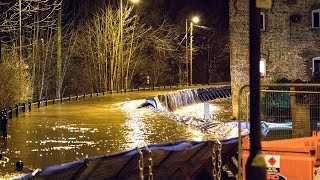 video: UK weather: Evacuation in Ironbridge as Severn's barriers breached