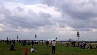 Взлет Airbus 380, МАКС 2013 авиашоу в Жуковском, аэродром Раменское(via YouTube Capture., 2013-08-30T08:58:21.000Z)