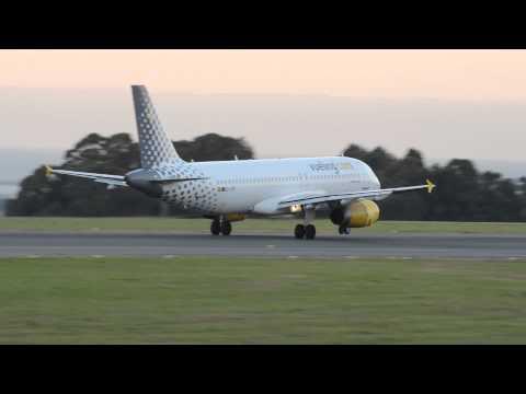 Airbus A320 Vueling despegando en Alvedro