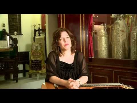 ליאת כהן , נגנית בינלאומית בגיטרה קלאסית במרכז מורשת יהדות בבל. Liat Cohen, International Guitarist