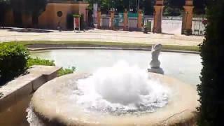 Зеленая прогулка: королевский дворец без крыши, парк под замком и много растений.)))