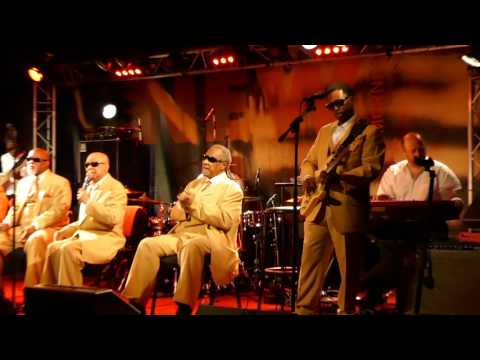 Клип The Blind Boys of Alabama - Way Down in the Hole