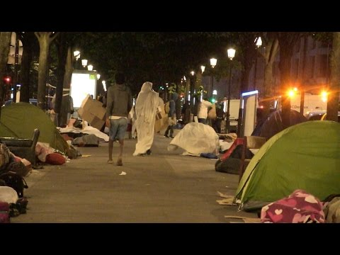 Sleeping rough, a compulsory step for asylum seekers in Paris?