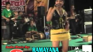 Roso Angen-Angen (Efi Auliya) - Denata Rock Dangdut Live Rembang 2012