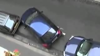 Манера парковать авто по французски!(Разборки на дорогах России происходят ежедневно! Они не находят мирный путь, они лезут в драку, хотя и не..., 2015-05-27T11:31:04.000Z)