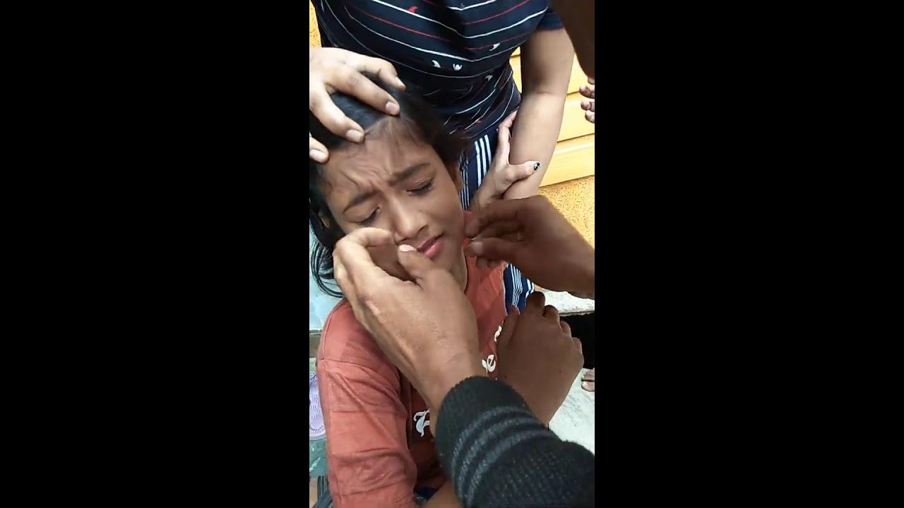 Download ऐसे होता है नाक में छेद 😅 My Lovely Sister 😅 #YoutubeShorts #nosepiercingVideo