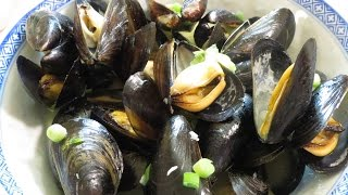How to Cook Mussels in Garlic and White Wine Sauce