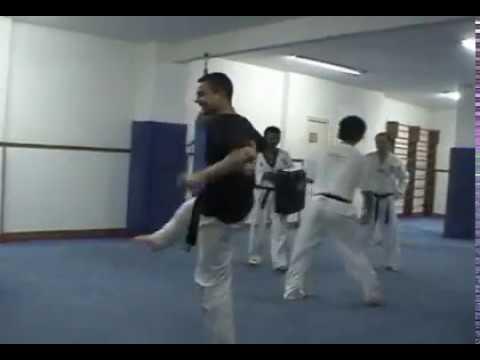Taekwondo gimnasio lee murcia youtube for Gimnasio lee