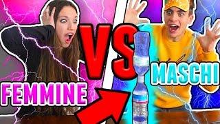 MASCHI VS FEMMINE: FLIP BOTTLE CHALLENGE!