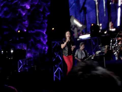 JOURNEY in Manila - Turn Down The World Tonight  (2nd Encore)