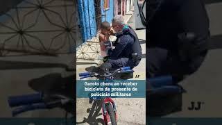 Garoto chora ao receber bicicleta de presente de policiais militares  #shorts