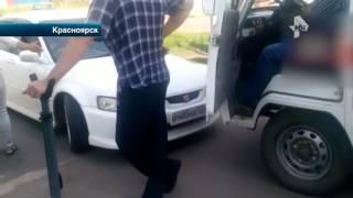 В Красноярске женщина водитель не пропустила машину скорой помощи