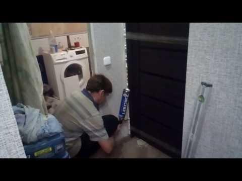 Установка межкомнатной двери без порога, и петель, монтаж наличника.  Подробная инструкция.