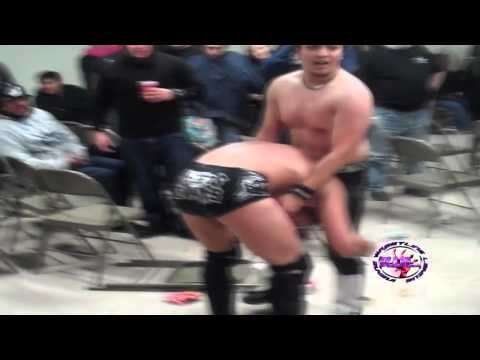 "IWL ""Wreck the Halls 2"" FREE MATCH: Chris Evans vs. Johnny Saovi!"