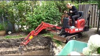 Nicole builds a swimming pool – The digging - Episode 1