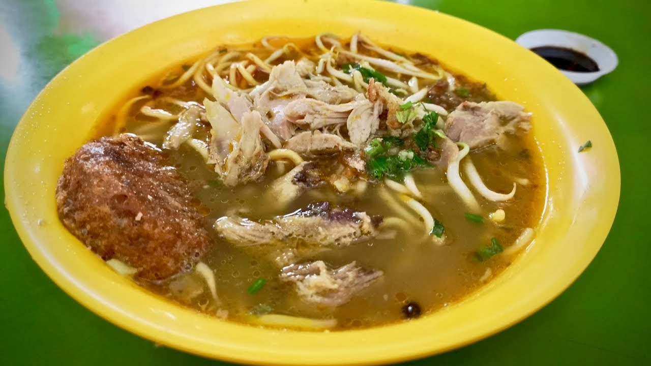 Is this the BEST MEE SOTO (chicken noodle soup) in Singapore? - YouTube