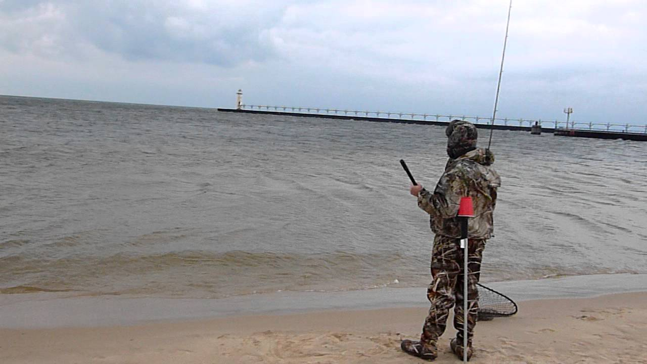 Manistee mi surf steelhead fishing youtube for Michigan out of state fishing license