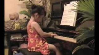 Valse Favorite Piano (Mozart) by a 5 Year Old Pianist