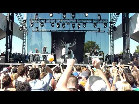 "Miike Snow ""Kids Don't Stand A Chance"" w/ Ezra Koenig (Vampire Weekend) LIVE @ ACL 2010"