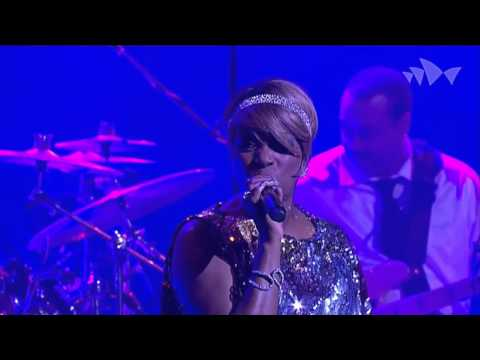 CHIC featuring Nile Rodgers - Everybody Dance - (Live At The House Sídney 2013) HD