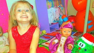 Эльвира Играет с куклами и готовится к новому году